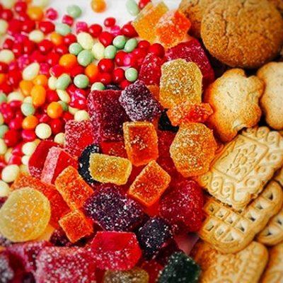 Recomiendan moderación en el consumo de azúcar en niños ante temporada decembrina