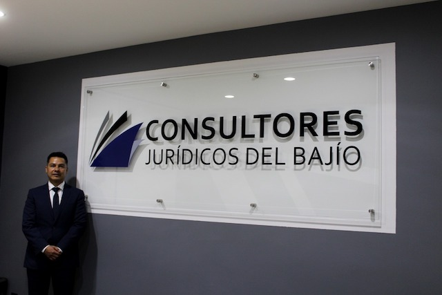 Entrevista a Oscar Uriel Flores, abogado con gran dedicación y pasión por su trabajo