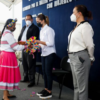 Car Herrera de Kuri visita Casa del Adulto Mayor en Amealco